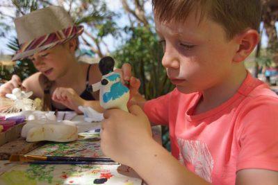 Chichi's beschilderen bij Serena's Art Factory